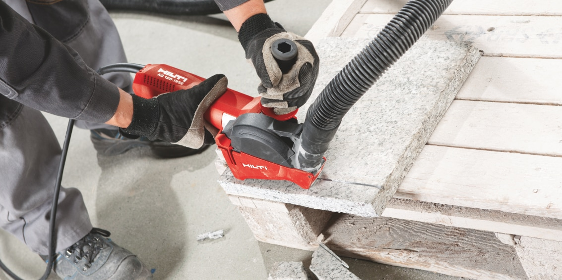 Dust extraction is easier than ever with the SC 70W-A22 connected to a universal vacuum cleaner